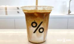 「% Arabica」のアイス・カフェラテ