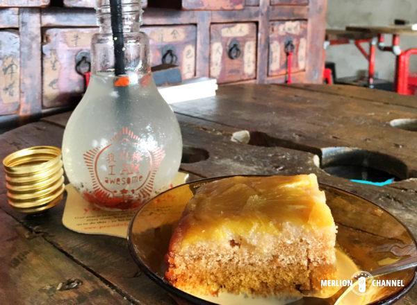 My Awesome Cafeの電球ドリンクとケーキ