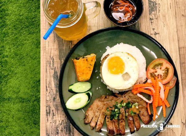 バインミーの新興勢力Co Hai Banh Miの「Broken Rice with BBQ Pork Chop with Sunny Side」