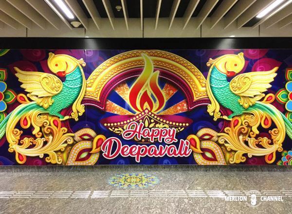 ディパバリの装飾がされたリトルインディア駅