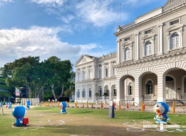 シンガポール国立博物館の前庭にドラえもんが大量出現