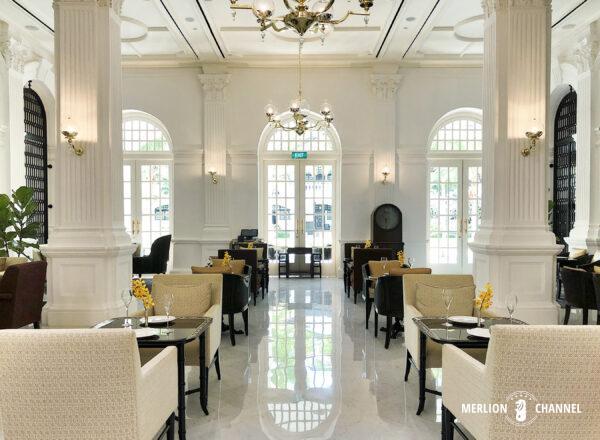 ラッフルズホテル「グランド・ロビー(Grand Lobby)」白亜の空間