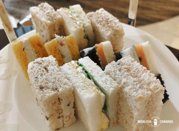 ラッフルズホテル「グランド・ロビー(Grand Lobby)」アフタヌーンティーのサンドイッチ