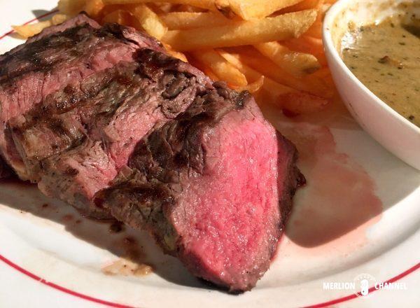 L'Entrecoteのミディアム・レアのステーキ