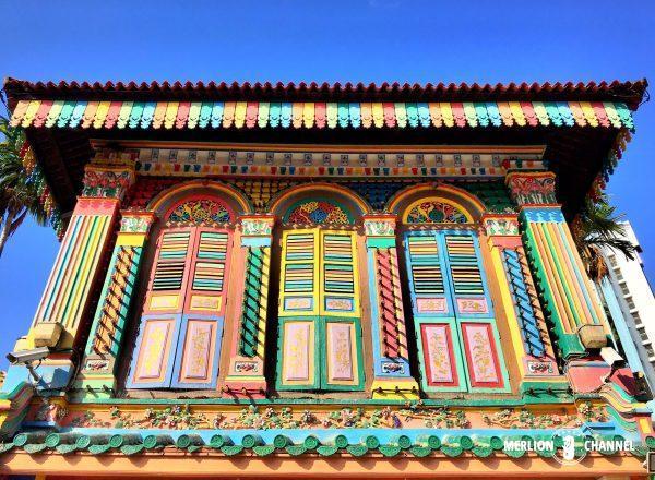 タン・テンニア邸のカラフルな窓