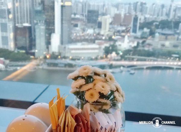 マリーナベイサンズ「Club55」から朝のシンガポール景色