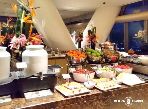 マリーナベイサンズ「Club55」の朝食ビュッフェ台
