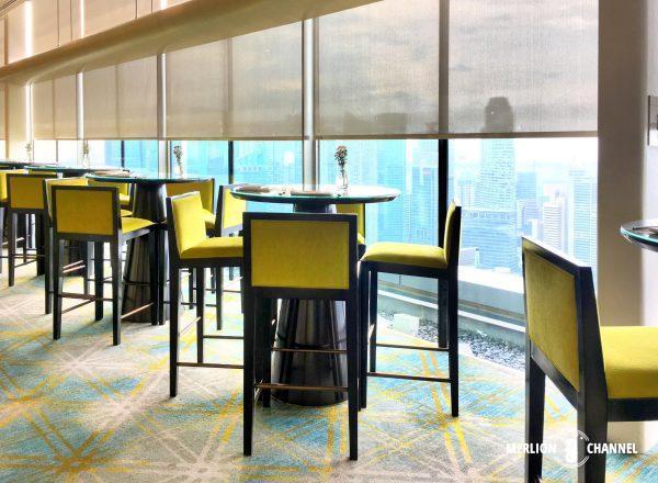 マリーナベイサンズ「Club55」のハイチェアのテーブル席