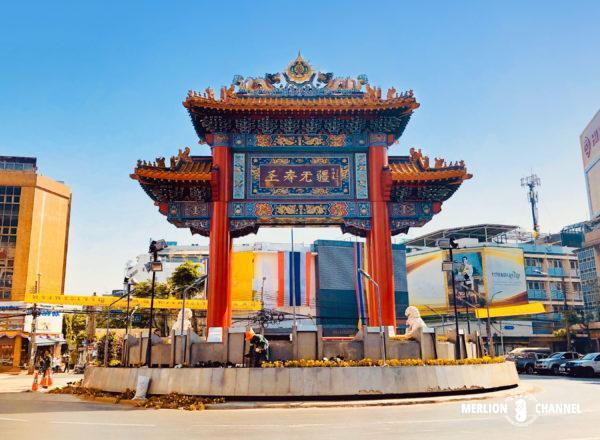 バンコク中華街街「ヤワラート」の入口に建つ牌楼(中華街門)