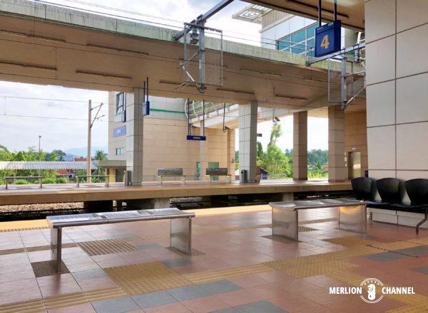 マレー鉄道の分岐ターミナル「グマス駅」のプラットフォーム