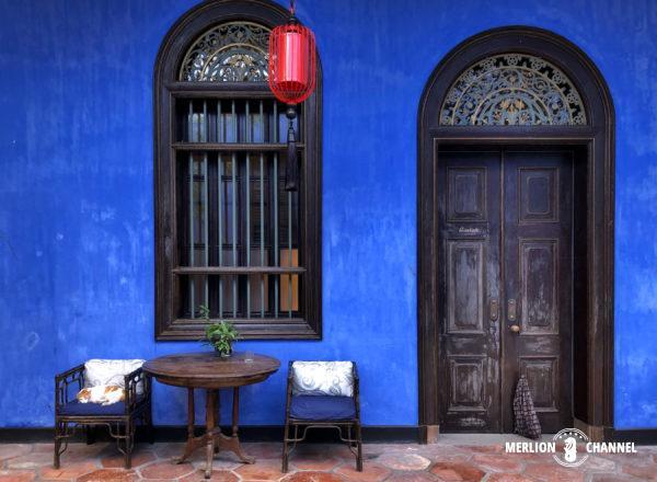 ブルーマンションこと「チョン・ファッツィー・マンション」内部の壁もインディゴブルー