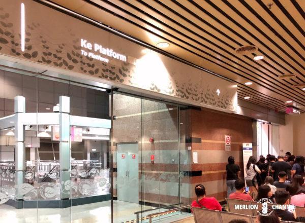 「JBセントラル駅」イミグレ後の待合室