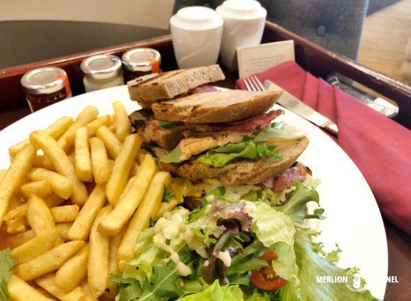 「ザ・マジェスティック・クアラルンプール」ルームサービスでサンドイッチ