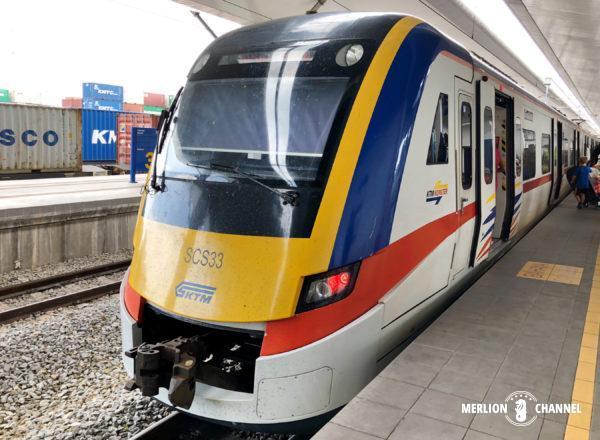 パダンバサール駅から発車するバタワース行きKTM
