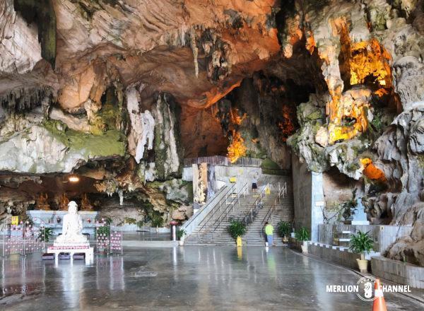 イポーの洞窟寺院「ケロットン(極楽洞)」の内部