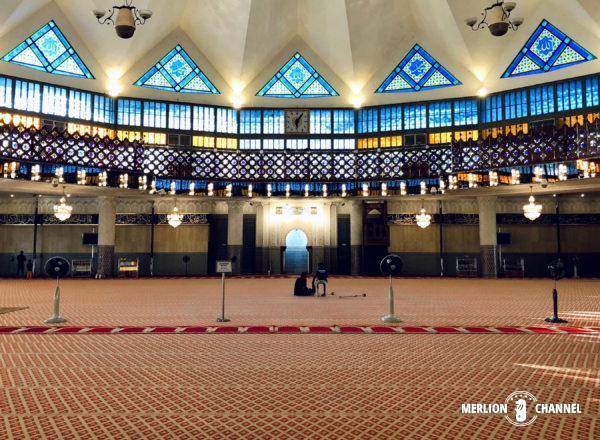 マレーシア国立モスクの礼拝ホール