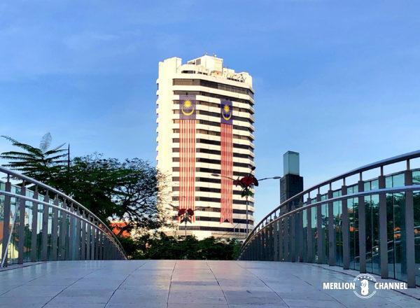 クアラルンプールの国旗が掲げられたビル