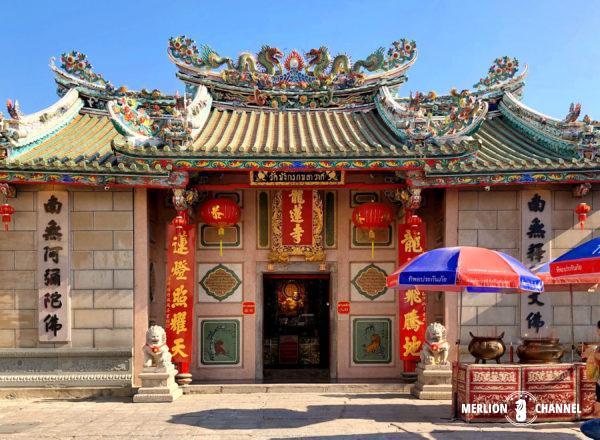 バンコク最古の中国仏教寺院「ワット・マンコン」の正面