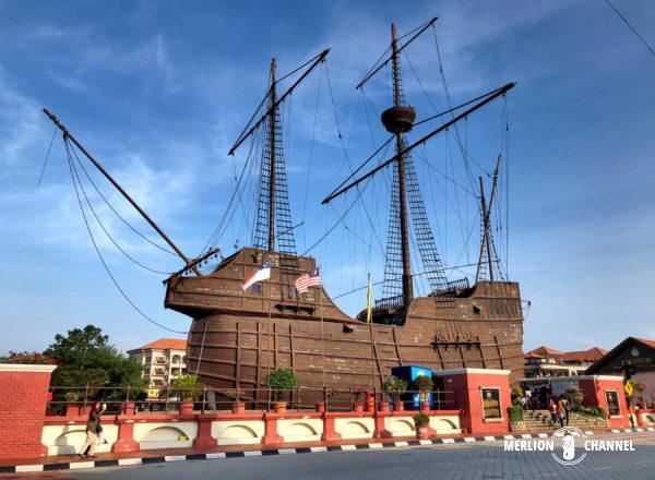 ポルトガルの大型帆船レプリカ「フロール・デ・ラマール号」が目印の「マラッカ海洋博物館」