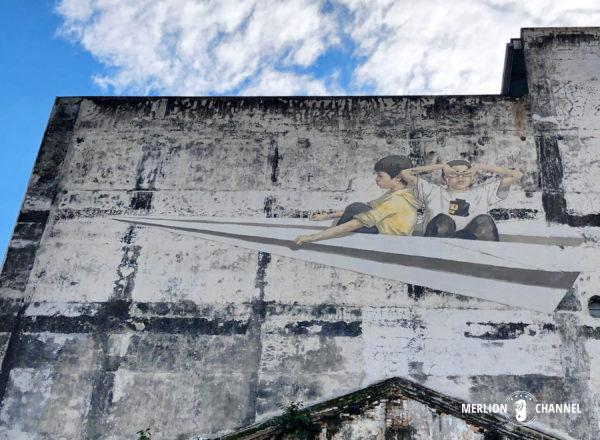 イポーのストリートアート「Paper Plane」by Ernest Zacharevic