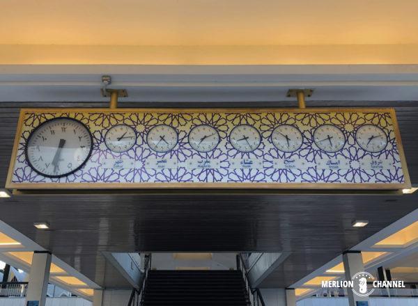 マレーシア国立モスクのお祈り時間を示す時計