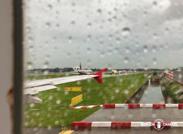 雨の中、シンガポールを出発