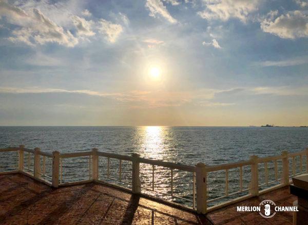 「マラッカ海峡モスク」のテラスから望むサンセット