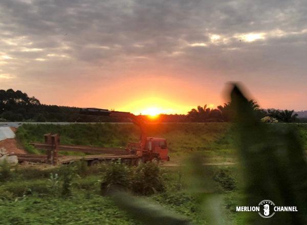 列車から見た夕日