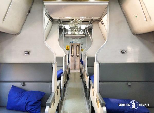 タイ国鉄の寝台特急の座席