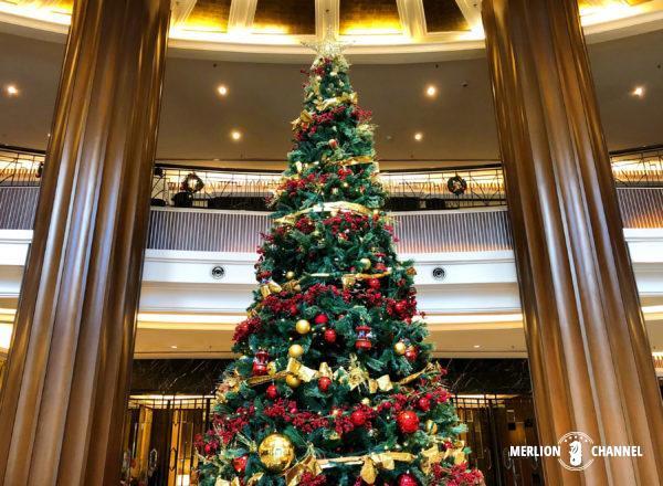 「ザ・マジェスティックホテル・クアラルンプール」のロビーに飾られたクリスマスツリー