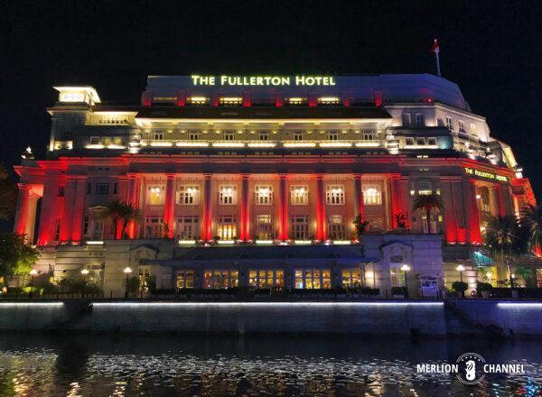 ナショナルデーのライトアップがされたフラトンホテル