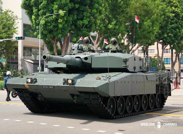 ナショナルデーの戦車隊の行進「Mobile Column」