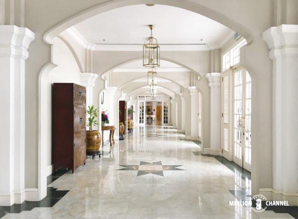 イースタン・アンド・オリエンタルホテルの本館と別館をつなぐ廊下
