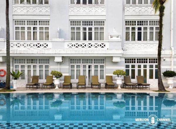 イースタン・アンド・オリエンタルホテルの本館プール