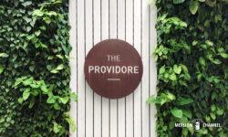 「ザ・プロヴィドール(The Providore)」のロゴ看板