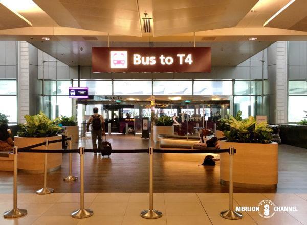 チャンギ空港ターミナル2にある「ターミナル4行きシャトルバス乗り場」