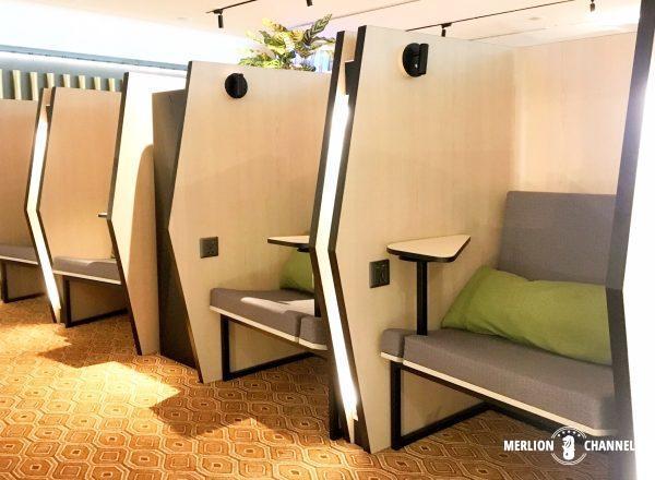 チャンギ空港ターミナル4ブロッサムラウンジの一人用ボックス席