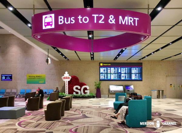 チャンギ空港ターミナル4の1階「到着フロア」から出ているT2行きバス乗り場