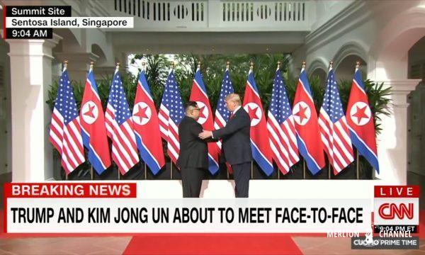 Trump-Kim米朝両首脳が握手した歴史的瞬間