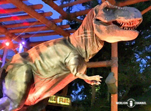 ユニバーサルスタジオ・シンガポール(USS)の「ハリウッド・ライトアップ・パレード」に登場するティラノサウルス
