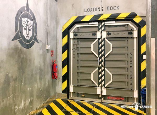 ユニバーサルスタジオ・シンガポール(USS)のお土産ショップ「TRANSFORMERS Supply Vault」店内