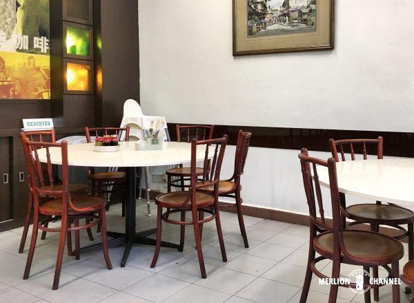 喜園咖啡店の奥には大きなテーブル席も有